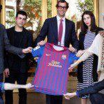 Calcio, Spagna: 5 stilisti catalani trasformano la maglia del Barcellona in un capo di moda fashion