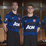 Calcio, Premier League: Nike mette blu e righe orizzontali nella nuova maglia Away dello United