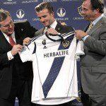 Calcio, Usa: Beckham svela la nuova maglia dei Galaxy per la stagione 2012. Torna la diagonale