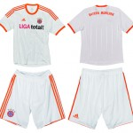 Bayern, Away 2012/13: bianco e rosso <em>fluo</em>